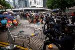Demonstran di Hong Kong Bentrok dengan Polisi