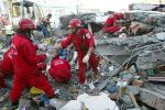 Tim Terus Evakuasi Korban Apartemen Roboh Gempa Taiwan