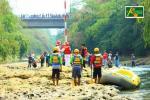 Komunitas Lingkungan Depok Kibarkan Bendera di Sungai Ciliwung