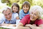 Salahkah Kakek Nenek Bantu Pengasuhan Cucunya?