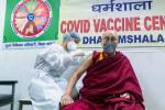 Dalai Lama Imbau Negara Berani Dapatkan Vaksinasi