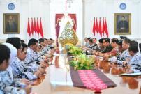 Presiden Jokowi Minta Masukan PGRI Soal Honorer Jadi ASN