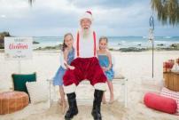 Natal Musim Panas, Sinterklas Ada di Pantai Tak di Mall Saja