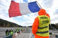 Warga Prancis Tuntut Macron Mundur