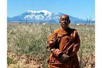 Biksu Thailand Galakkan Perdamaian dengan Berjalan Kaki Lintasi Amerika