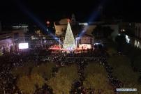Warga Kristen Palestina Sambut Penyalaan Pohon Natal di Betlehem