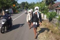 """Warga Badui Berjalan Kaki untuk """"Seba"""" ke Bupati dan Gubernur"""