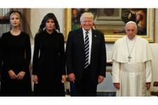 Bertemu Paus, Trump Hadiahkan Buku Martin Luther King