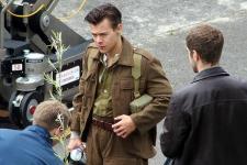 Harry Styles Tampan dalam Tatanan Rambut Baru