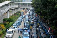 KPPU: Hapus Pembatasan Armada Taksi Online dan Konvensional