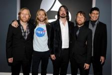 Foo Fighters Dedikasikan Lagu untuk Guru Korban Kanker