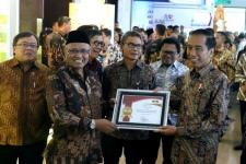 Jokowi Raih Penghargaan Pelaporan Gratifikasi Terbaik 2017
