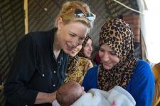Duta UNHCR Aktris Cate Blanchett Terima Crystal Award