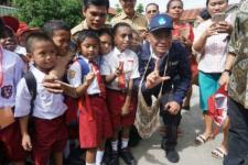 Mendikbud Tinjau Hari Pertama Sekolah di Papua