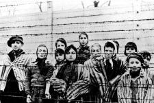 Jerman Akan Ganti Rugi Sekitar 10.000 Anak Penyintas Holokos