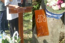 Dikubur di Makam Kampung Muslim, Nisan Salib Dipotong, Doa Batal