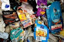 China Kurangi Impor Sampah untuk Daur Ulang