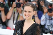 Aktris Natalie Portman Bacakan Cerita di Rumah Sakit