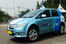Naik Taksi Listrik Sambil Menanam Pohon untuk Ciliwung