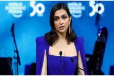 Aktris Bollywood Deepika Padukone Terima Penghargaan di Davos
