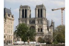 Halaman Depan Notre Dame, Paris, Mulai Dibuka