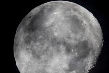 Ilmuwan NASA Temukan Air di Area Bulan