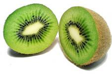 Kiwi Ternyata Lebih Baik Dimakan dengan Kulitnya