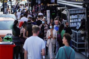 Penelitian: Lebih 80% Orang Inggris Tak Patuhi Aturan Isolasi Mandiri