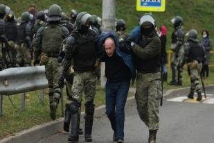 Polisi Belarusia Tangkap 100 Demontran