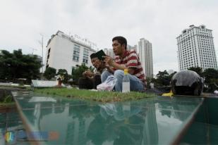 Ratusan Warga Ziarah Makam di TPU Karet Bivak