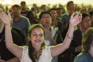 Survei Inggris: Orang Kristen dan Hindu Hidupnya Paling Bahagia
