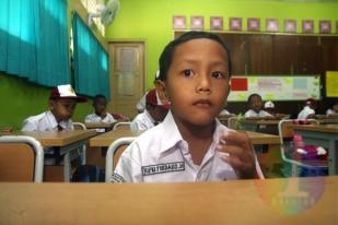 DPR:  Siswa Bukan Pundi Uang untuk Diperas