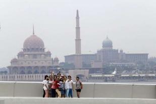 Asap Tebal Kebakaran Hutan Selimuti Singapura