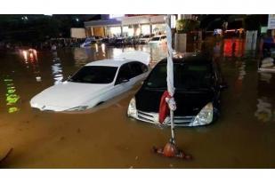 Jakarta Selatan Banjir, Warga Dievakuasi