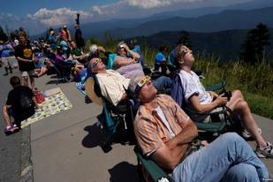Jutaan Orang Saksikan Gerhana Matahari Total yang Langka