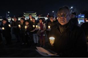 Solidaritas Lewat Aksi Lilin untuk Perdamaian