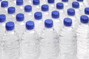 WHO Meninjau Risiko Kesehatan Plastik dalam Air Minum Kemasan .