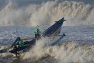 Gelombang Laut Tinggi, Menhub Instruksikan Perketat Izin Berlayar