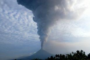 Tinggi Kolom Erupsi Gunung Soputan Mencapai 7.000 M