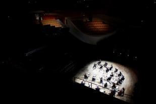 Orkestra Paris Konser Tanpa Penonton