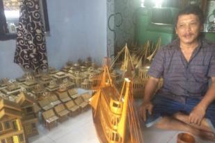 Kerajinan Miniatur Lebak Mampu Bantu Siswa Keluarga Miskin