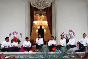 "Jokowi Tak Wajibkan Tujuh Stafsus Milenial ""Ngantor"" Tiap Hari"