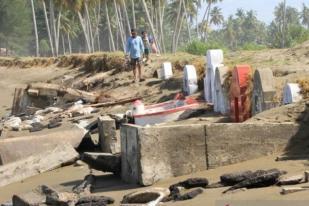 Puluhan Makam Warga Tionghoa Tergerus Abrasi di Aceh Barat