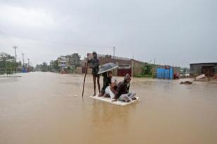 Banjir dan Tanah Longsor di India, 77 Tewas