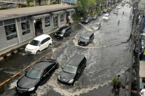 BMKG:Jakarta Hujan Lebat, Waspada Jalan Banjir