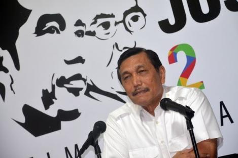 Bela Jokowi dan Lingkaran, Luhut: Apa Definisi Neoliberal?