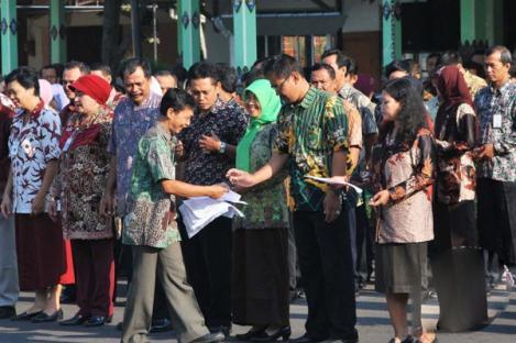 Hari Ini Hari Batik Nasional, Wajib Pakai Batik