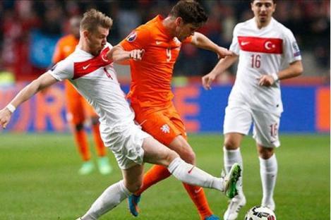 Gol Huntelaar Selamatkan Belanda dari Kekalahan