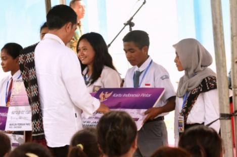 Jokowi Senang Tiba di Rote, Tidak Ada yang Dianaktirikan