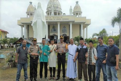 Pastor dan Pemuda Katolik Ikut Pengamanan Idul Fitri Kapuas Hulu